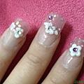 左手粉雕小花