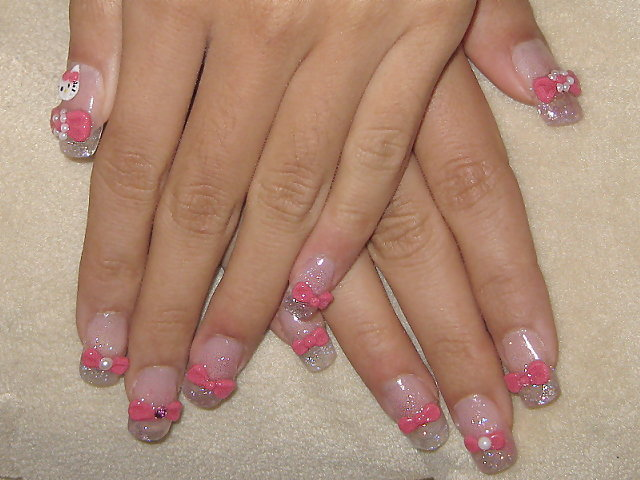 粉色蝴蝶結璀璨水晶