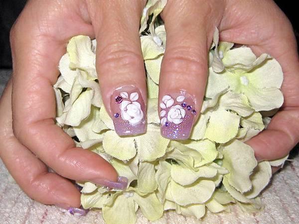 大拇指的玫瑰