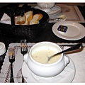 晚餐的湯和麵包