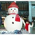中正機場的雪人(妹妹的穿著一樣耶)