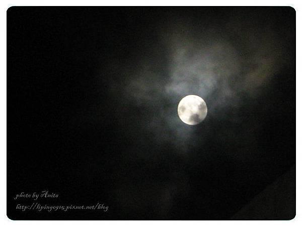 山城裡的超級大月亮