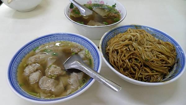 宜蘭炸醬麵+餛飩湯+油酥排骨湯