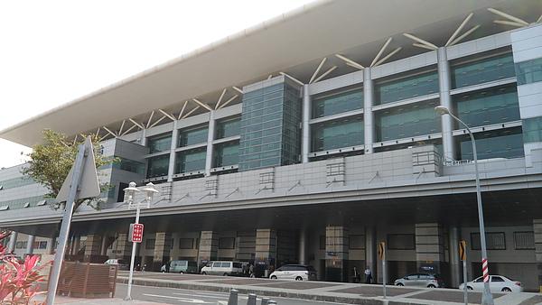 高雄台鐵站.JPG