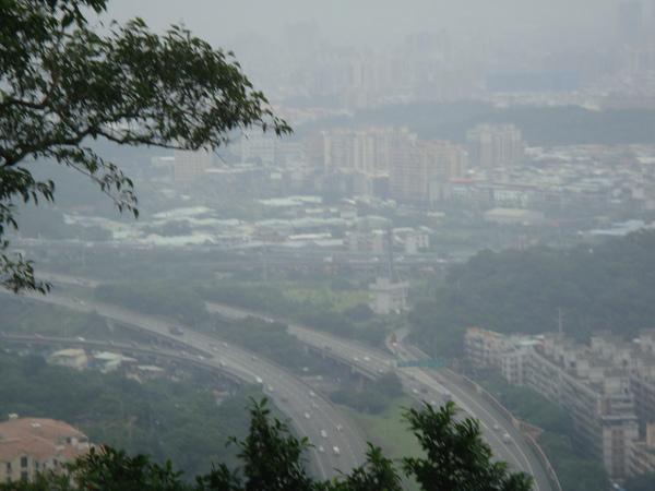 山頂往下看大台北.jpg