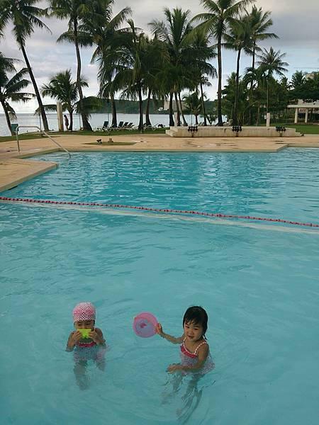 泳池小妞沒帶泳帽