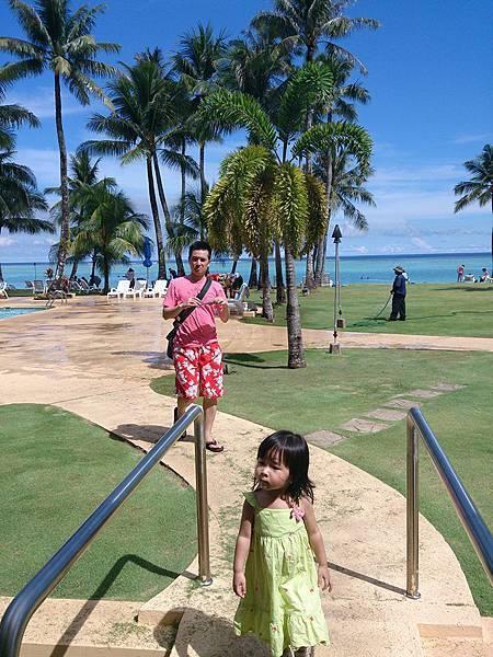 藍天泳池旁~妞爸和大妞