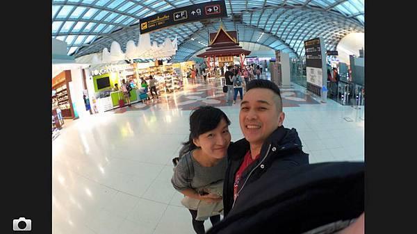曼谷機場雙人.jpg