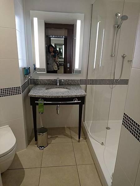 飯店房間廁所.jpg