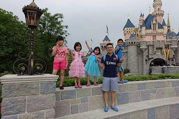 開園後城堡拍照.jpg