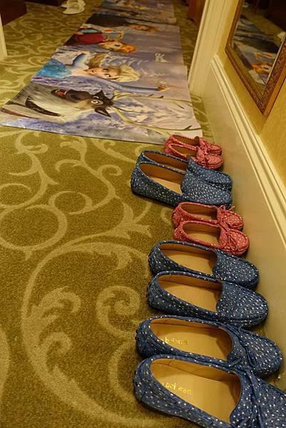 冰雪奇園地上和鞋.jpg