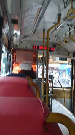 小白送修坐公車上班