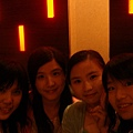 四個女人合照