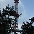 高塔 應該是電塔吧