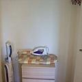 衣櫥還有吸塵器跟熨斗!