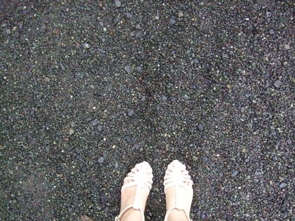 我的涼鞋遇到這個石子地.....