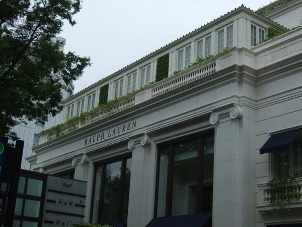 怎麼很像大使館