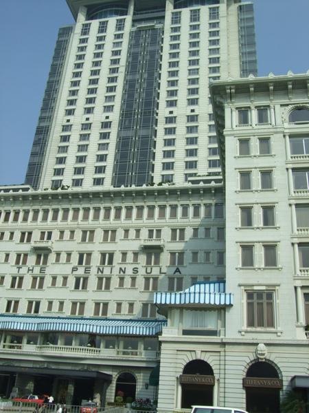 斜對面就是半島酒店