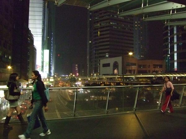 晚上的天橋