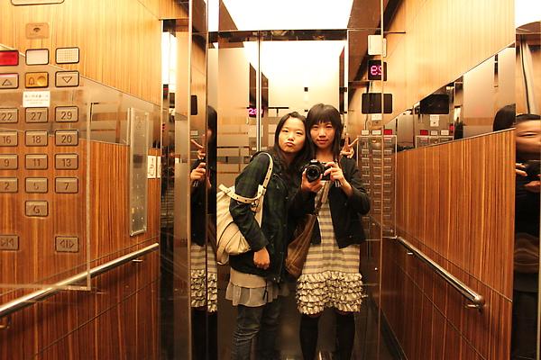 電梯內合照