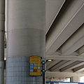 找很久卻近在眼前的公車站牌.JPG