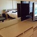 電視與後面的鏡子