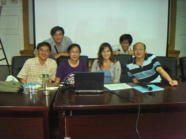 理事會:左起郭漢辰、胖胖人教授、RS.C、貓小娜、保溫冰、理事長