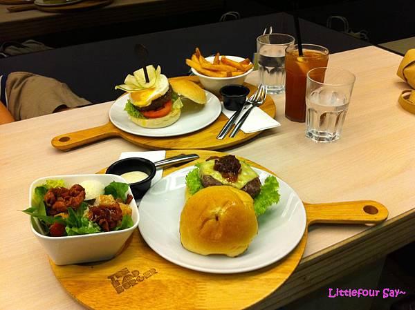 Hand Burger7