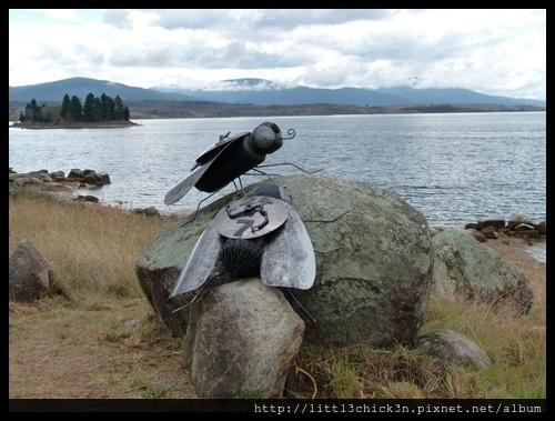 20150405_151538_LakeLightSculptureJindabyne.JPG