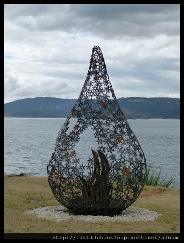 20150405_152541_LakeLightSculptureJindabyne.JPG