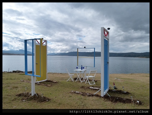 20150405_153346_LakeLightSculptureJindabyne.JPG