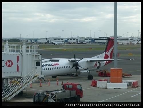 20151128_173900_SydneyQantasTerminal.JPG