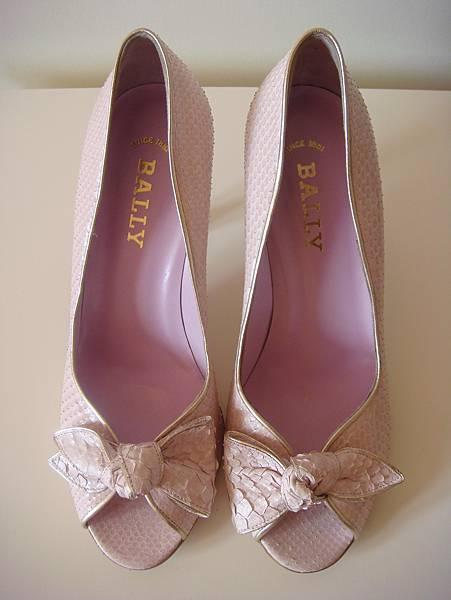 Bally 粉色蟒蛇皮高跟鞋