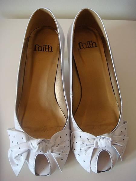 Faith 白色蝴蝶結高跟鞋