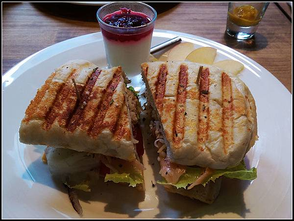 燻瑰魚三明治