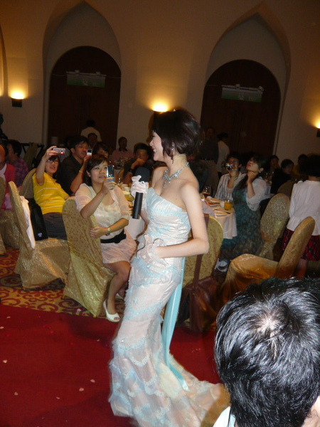獻唱一曲的美新娘