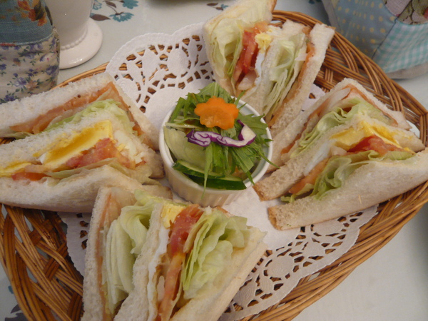 好好吃的燻鮭魚三明治