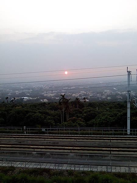 高鐵鐵軌和夕陽