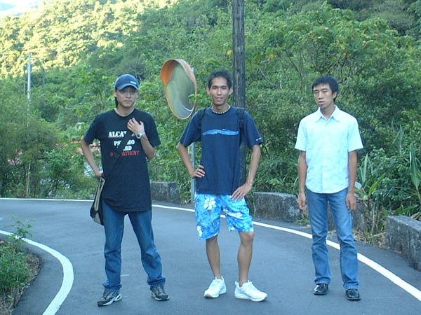三個瘦男.JPG
