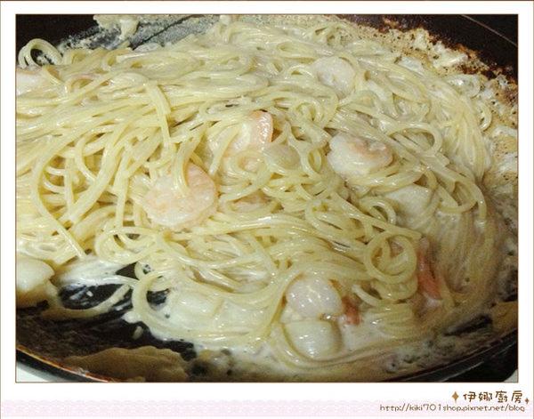 《伊娜廚房》簡易美味料理-白醬海鮮義大利麵5