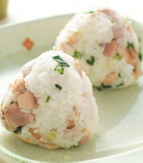 鹹魚雞粒飯糰.jpg