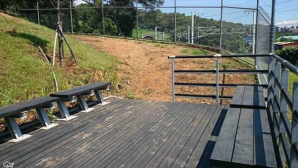 2015桃園市蘆竹區營盤環保公園看高鐵長溜滑梯16.jpg