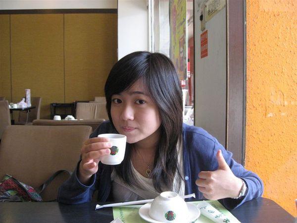 還有一大壺青草茶
