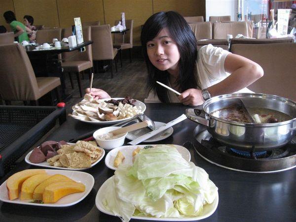 豐盛喔~這一桌在台北吃要破千囉