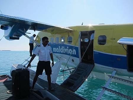 水上飛機到達LilyBeach