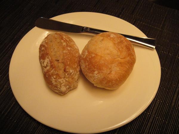 核桃麵包和法國麵包