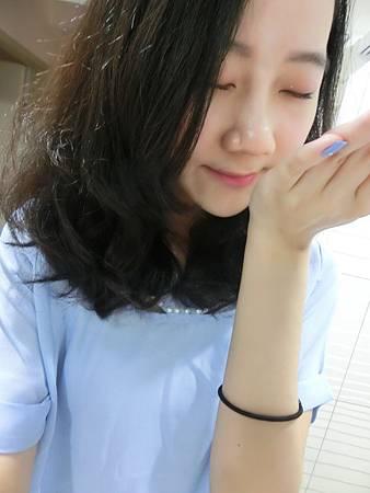 保濕亮彩護色修護素 (5).JPG