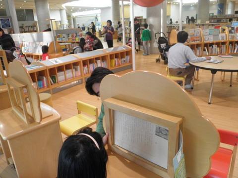 這是圖書館中的兒童區