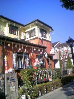 鄰居把房子當成耶誕樹