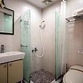 衛浴改裝 窗簾開拉有隱私.jpg